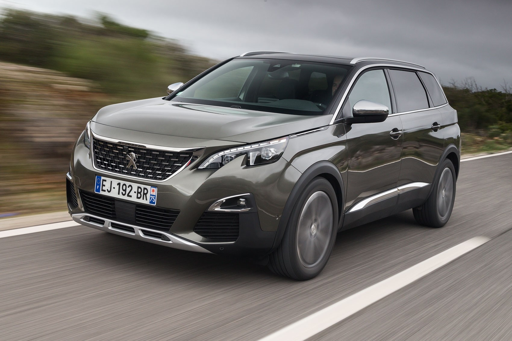 peugeot 5008 doi thu cua toyota fortuner gia 145 ty dong