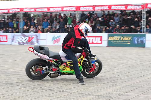 biker viet tranh tai moto mao hiem tai ha noi