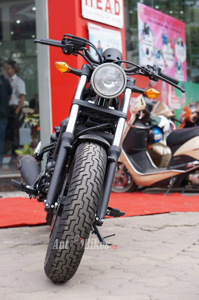 honda rebel 300 dam chat co dien