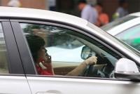 Lái xe sử dụng điện thoại năm 2021 bị phạt thế nào ?