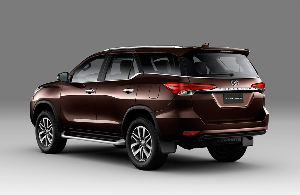 toyota fortuner 2018 co 4 phien ban gia tu 1026 ty dong