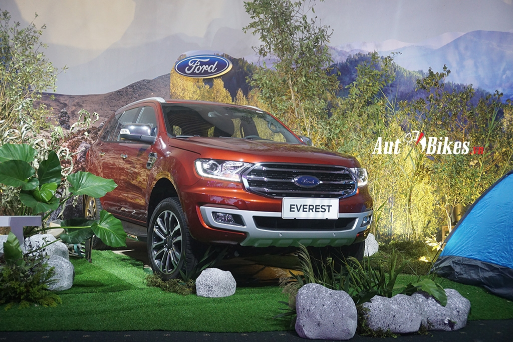 ford everest lap ky luc ban 541 xe chi sau trong 1 thang
