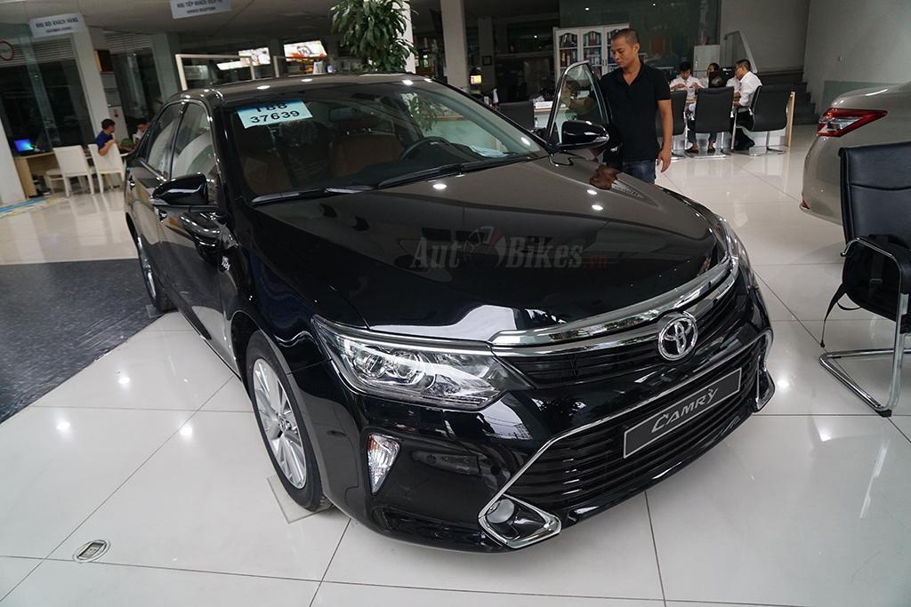Toyota Camry 2018 giá dưới 1 tỷ tại Việt Nam