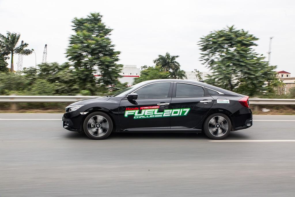 Sốc: Honda Civic chỉ tốn 4 lít xăng/100 km
