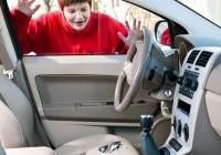 cach xu ly khi quen chia khoa trong xe