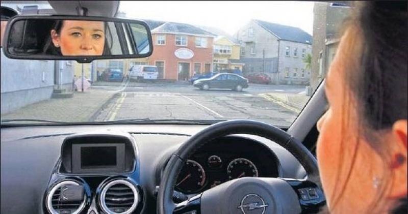 nhung thoi quen xau cua phu nu khi lai xe