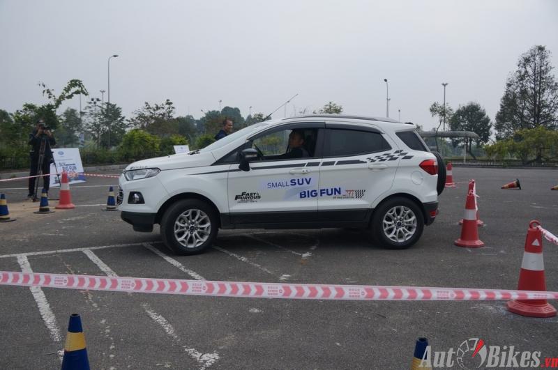 ford ecosport chinh phuc 8 thu thach tai dong mo