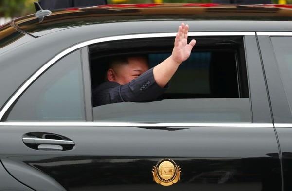 can canh mercedes s 600 pullman ho tong ong kim jong un tai viet nam