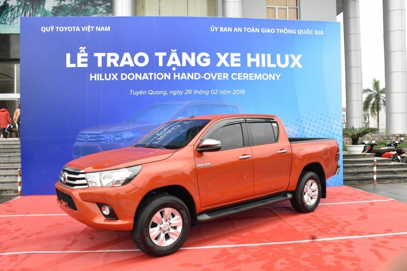 ford ranger toyota hilux dong loat lao doc