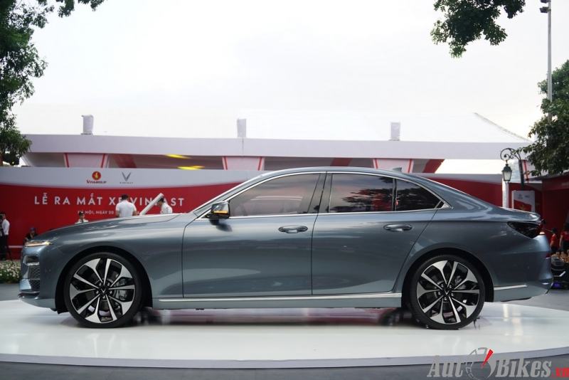 vinfast lux a20 xuat hien camry mazda6 e so