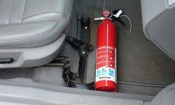 Từ 20/2, ô tô dưới 9 chỗ không phải lắp bình cứu hỏa