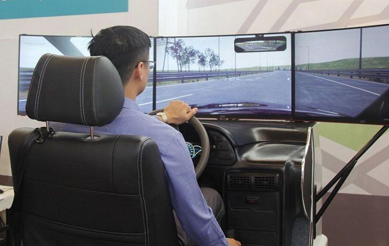 Lùi sử dụng phần mềm mô phỏng dạy lái xe ô tô đến 2022