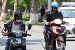 Sử dụng điện thoại khi lái xe máy bị phạt thế nào?