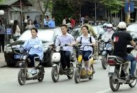 xe may duoi 50cc va xe dap dien can gplx a0 de tham gia giao thong