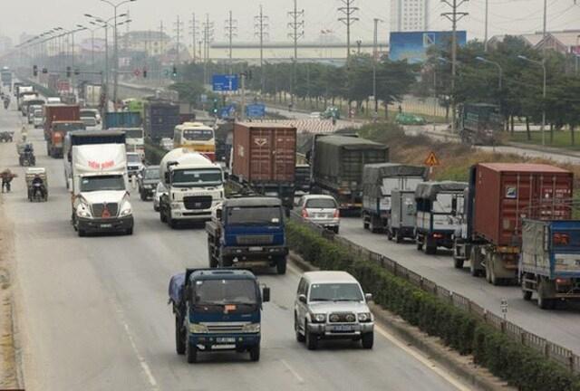 Đề xuất giảm 30% phí bảo trì đường bộ cho ô tô chở khách