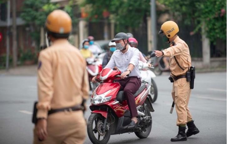 Bằng lái xe ô tô có được thay thế được bằng lái xe máy không?