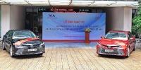 toyota ban giao xe camry hybrid cho bo cong thuong