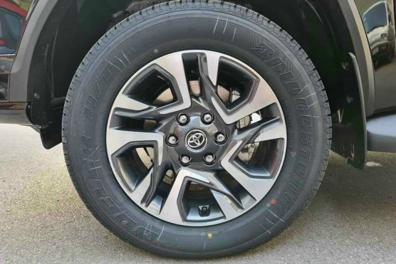 soi chi tiet toyota fortuner legender 2021 gia tu 195 ty dong