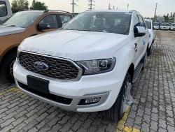 Ford Everest tiếp tục nhận ưu đãi giảm phí trước bạ