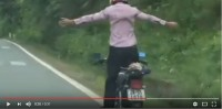 video nu tai xe lui xe bay xuong song nhu phim hanh dong