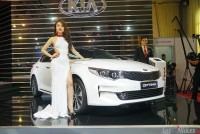 so sanh kia optima 20 at voi toyota camry 20e