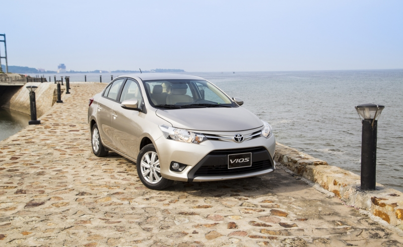 doanh so toyota giam 20 trong thang 2