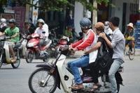 Xe máy 'kẹp 3' bị phạt bao nhiêu năm 2021?