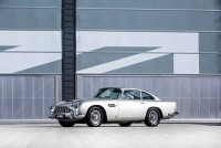 aston martin db5 va mini cooper dau gia hon 40 ty do ng