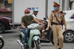 Lỗi đi xe máy không gương bị phạt bao nhiêu năm 2021?