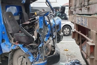 ha noi xe tai va cham xe container 1 nguoi thiet mang
