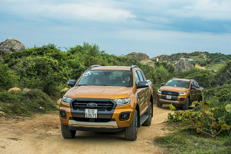 ford ranger everest ngoi nha di dong khi cam trai off road