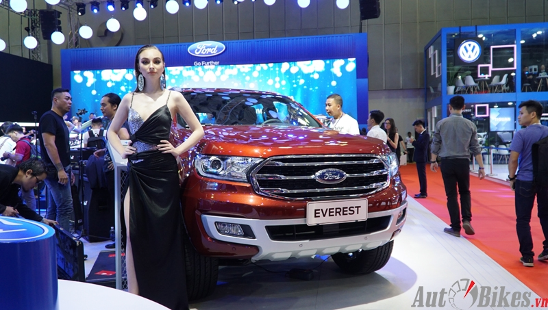 ford escape tourneo khuay dong gian hang ford tai vms 2019