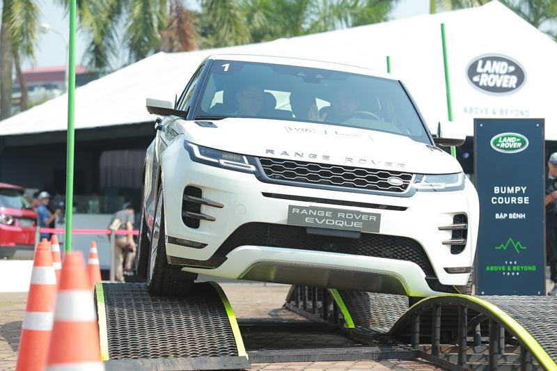trai nghiem range rover evoque 2020 cung dan xe land rover tai ha noi