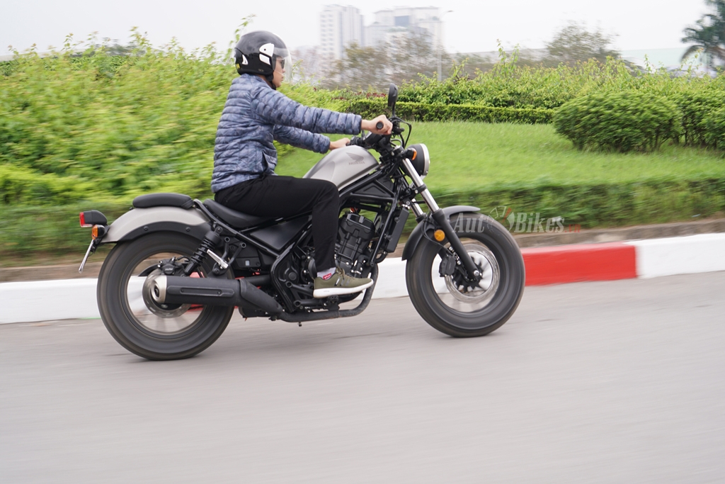 honda rebel 300 ve dai ly doi gia 15 trieu dong