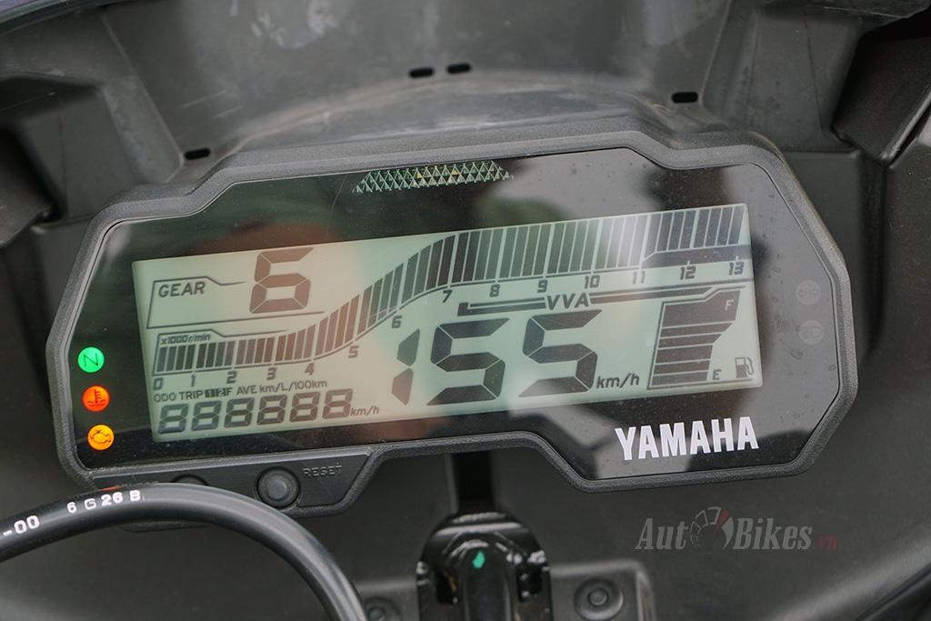 so sanh yamaha r15 v3 va yamaha r15 v2