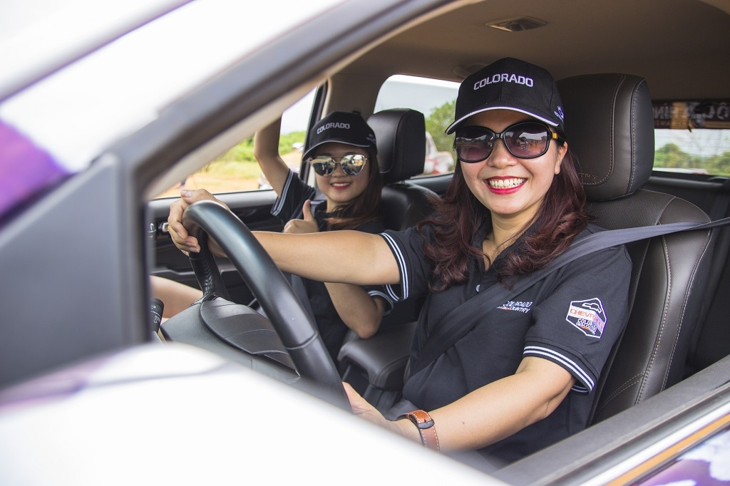 2 bong hong chinh phuc giai dua xe dia hinh voc 2017